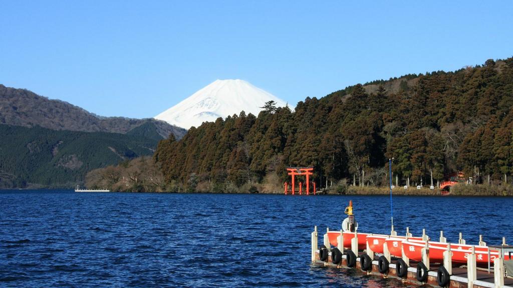 赤い鳥居と富士山