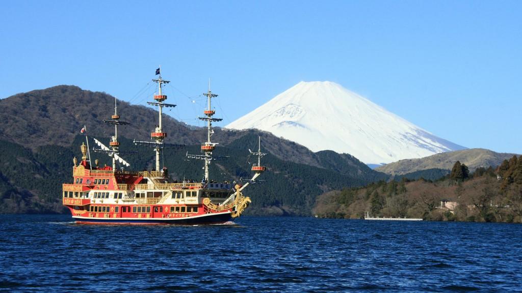観光船と富士山