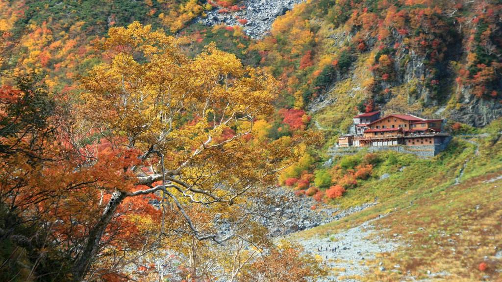 秋の涸沢小屋