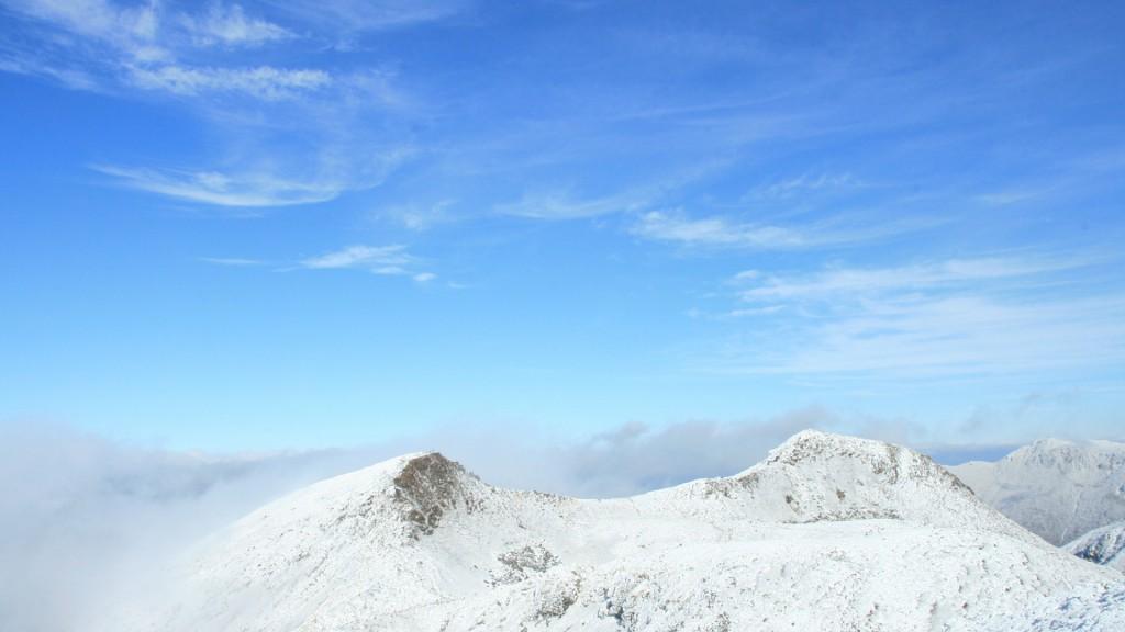 雪晴れの青空