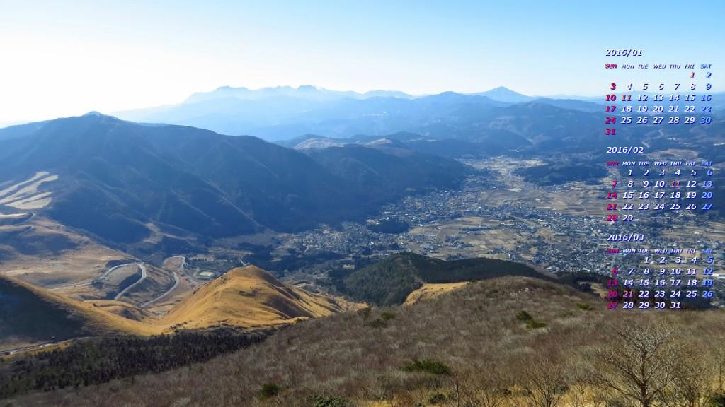 由布院の町とはるかに九重連山を望む