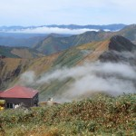 雲流れる谷川岳