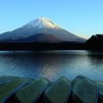 精進湖より子持富士を望む